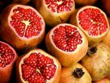 Granatæbler er sunde, fordi de bl.a. indeholder polyfenoler  og C-vitaminer